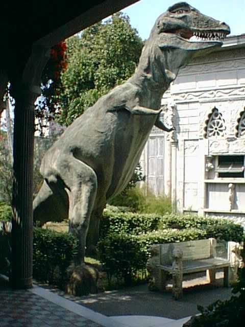 escultura de Tiranosaurio Rex